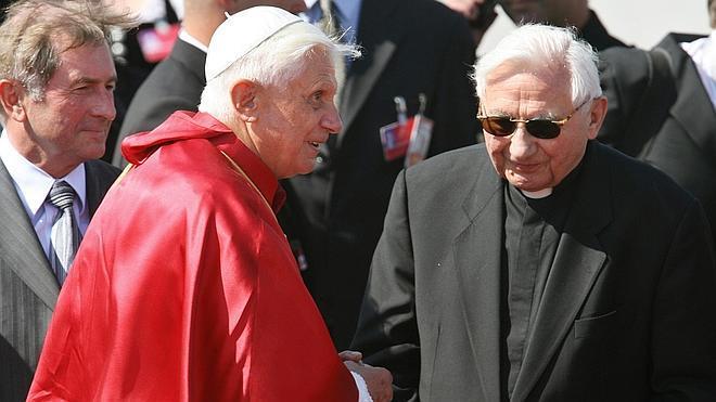 El hermano de Benedicto XVI tacha de «locura» un informe de abusos a niños en el coro que dirigía