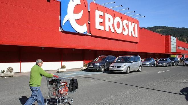 Carrefour le compra a Eroski 36 hipermercados en España por 205 millones