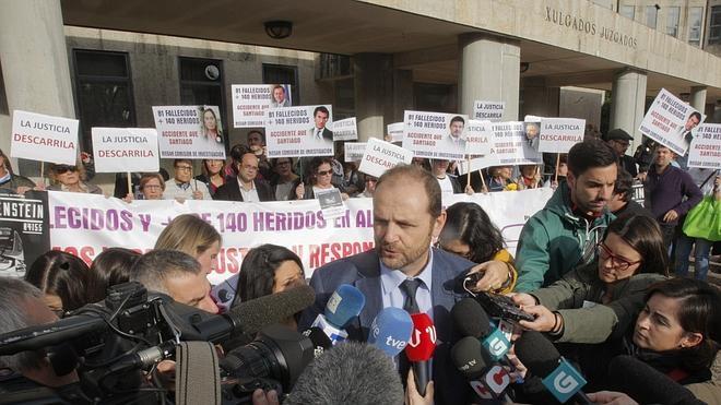 Las víctimas del Alvia, esperanzadas con la reapertura del caso