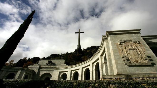 Baltasar Garzón presenta una demanda para sacar a Franco del Valle de los Caídos