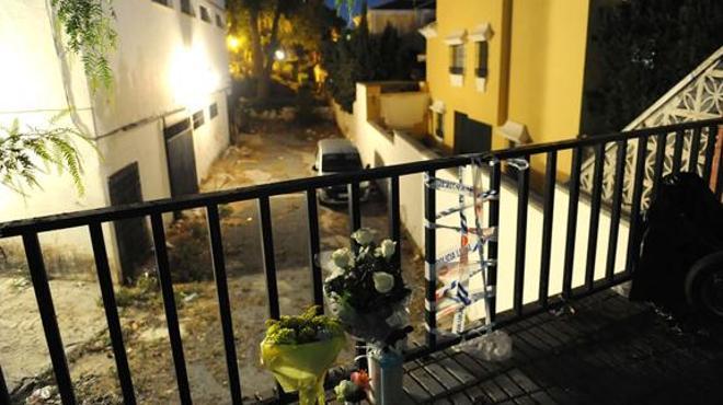 Fallece un niño de dos años tras caer por una barandilla rota en una calle de Marbella