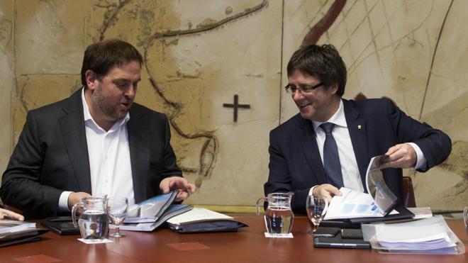 Puigdemont convoca la Cumbre del Referéndum para el viernes 23 de diciembre