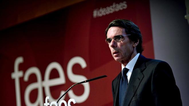 Aznar llama a evitar la «ficción infame» de mezclar víctimas y terroristas
