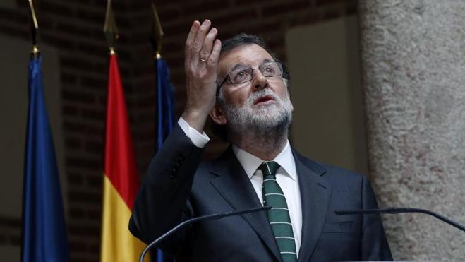 Rajoy ensalza a Barberá, «una persona decente», y echa de menos «sus broncas»