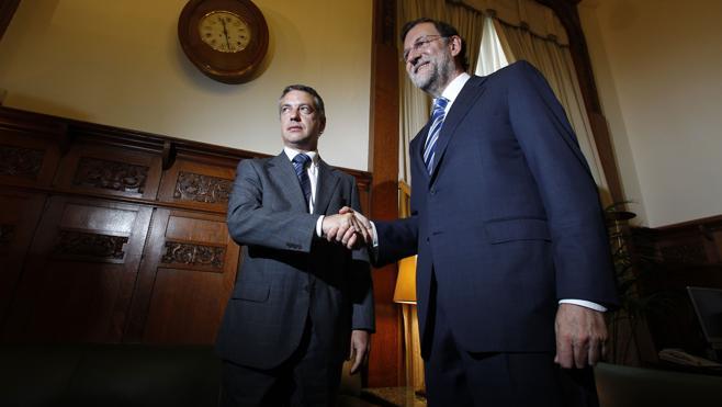 Urkullu mantuvo contactos con Rajoy para comunicarle los planes de desarme de ETA