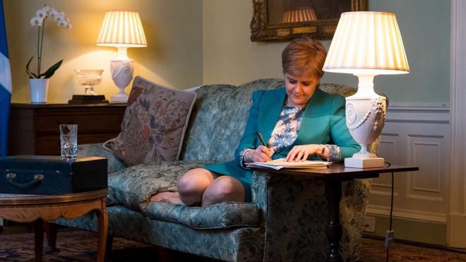 Escocia solicita formalmente a Londres otro referendo de independencia