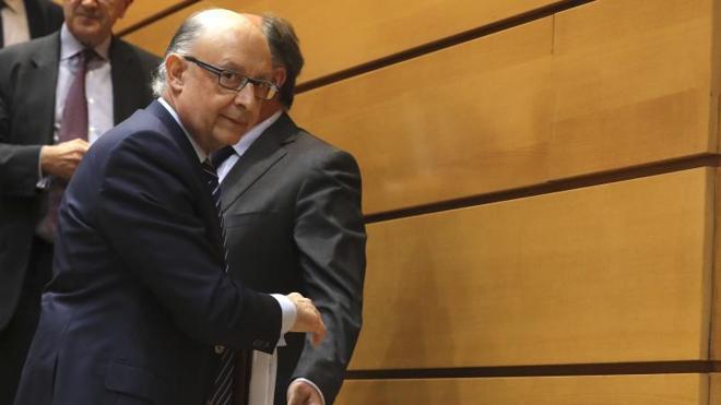 El PSOE se niega a reunirse con Montoro para hablar del techo de gasto