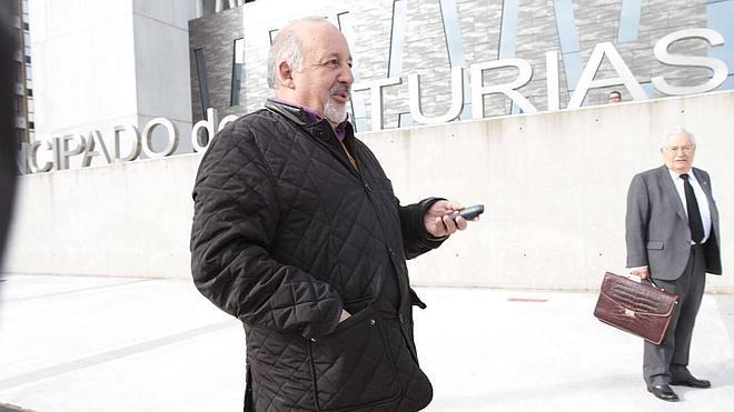 El juez declara improcedente el despido del padre Chus