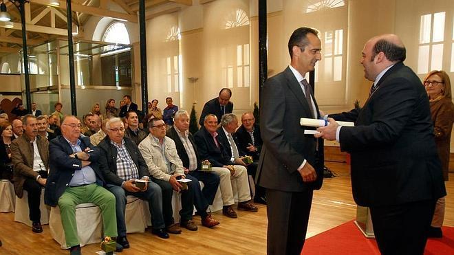 El alcalde anima a la plantilla municipal a adaptarse a la revolución tecnológica