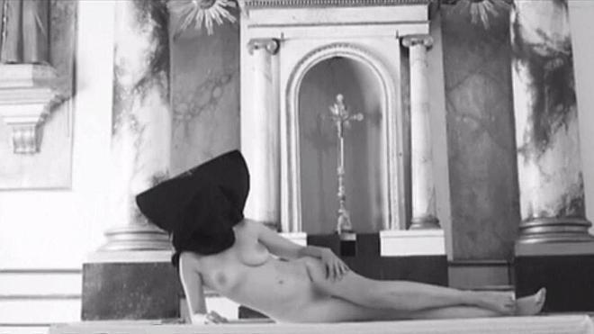 Fotos de una mujer desnuda en una parroquia vasca reeditan la polémica por el corto de la Laboral