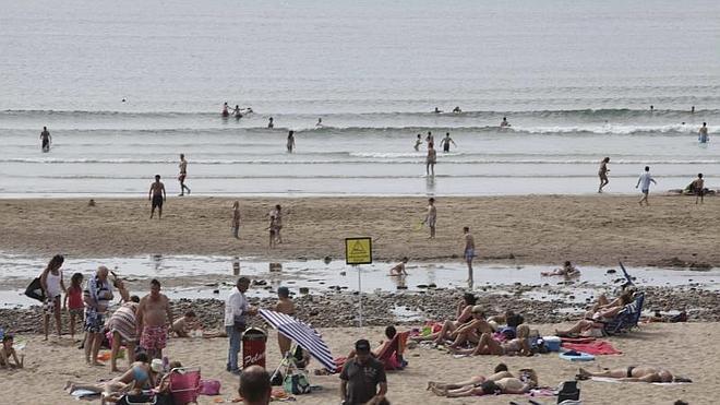Nueva solicitud a Costas para que retire los escombros que alfombran la playa de San Juan