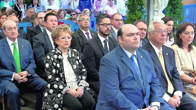 Caunedo dice que Oviedo no firmará un cheque en blanco al presidente regional