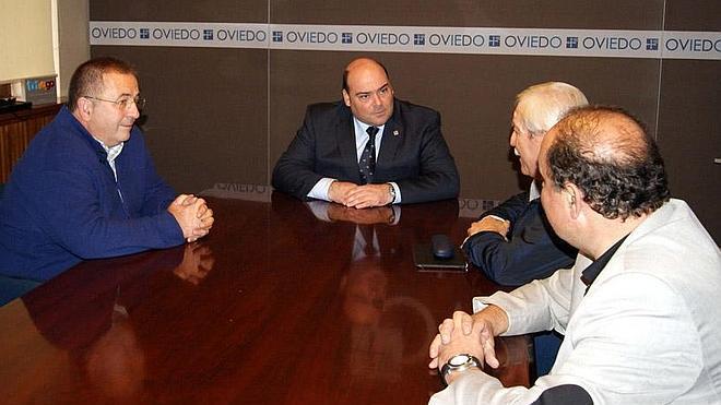 Caunedo vincula las conexiones aéreas y el sector biosanitario con el «nuevo modelo de Asturias»