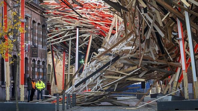 La gran escultura de la Capital Europea de la Cultura se derrumba en Nochebuena