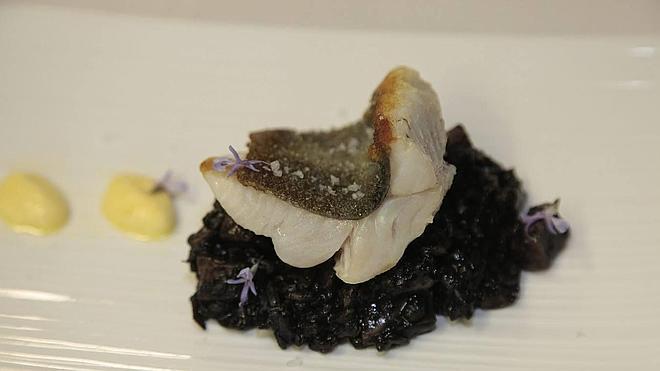 Lomos de sanmartín con arroz negro