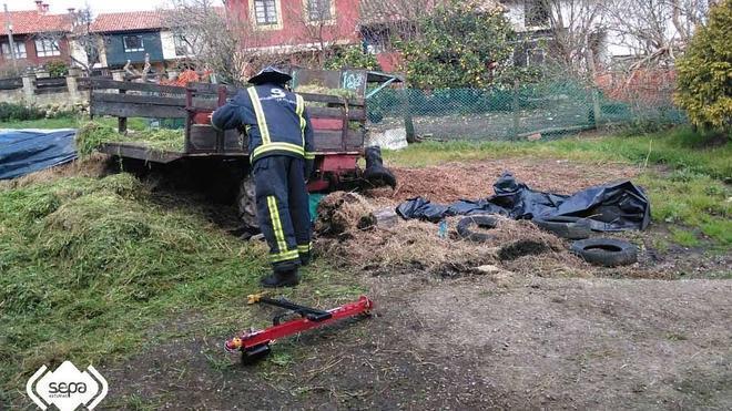 Fallece un hombre tras sufrir un accidente con su tractor en Argüeru, Villaviciosa