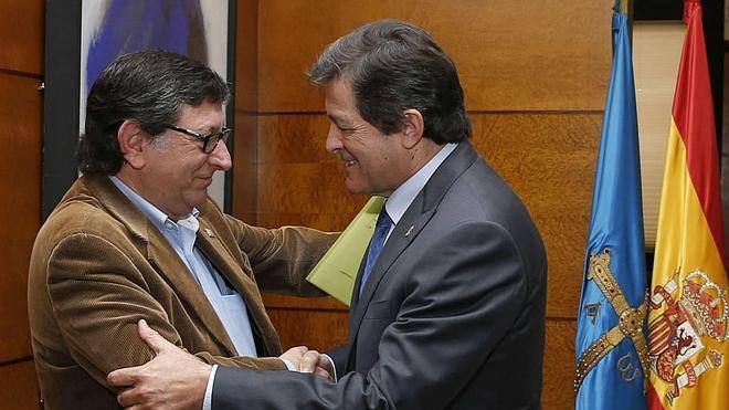 Los sindicatos piden a Javier Fernández una solución para la tarifa eléctrica a industrias