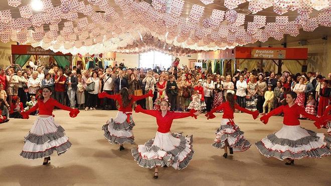 Las sevillanas toman la Feria de Gijón