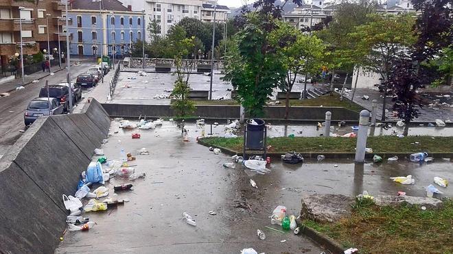 El macrobotellón del Carnaval de Luanco generó 12 toneladas de basura