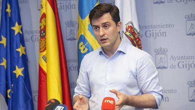 Pérez acusa a Moriyón de entregar a Pastor «la excusa perfecta» para «no poner un euro» en el plan de vías