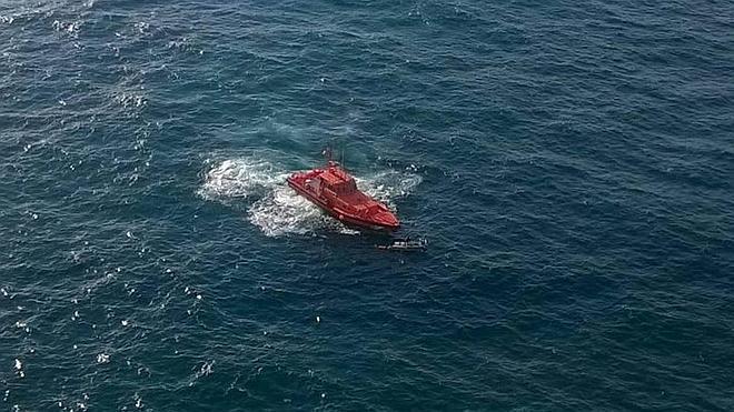 Rescatan a dos hombres tras volcar su lancha frente al Cabo Peñas
