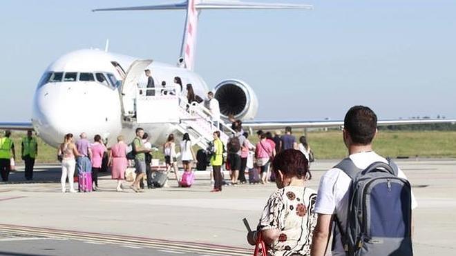La Audiencia permite a AENA contratar el proyecto que recorta la pista del aeropuerto