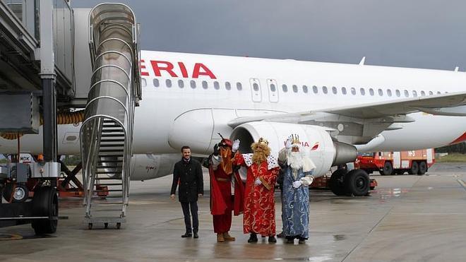 Los Reyes Magos aterrizan en Castrillón