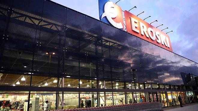 Eroski vende a Carrefour sus hipermercados de Intu Asturias y Caudalia