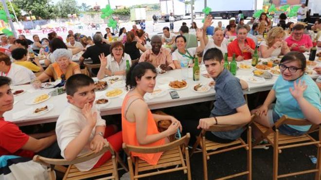 La Luz cierra hoy sus fiestas patronales tras una animada comida en la calle