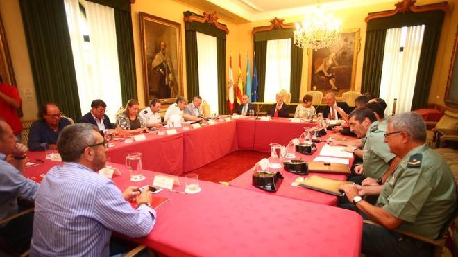 Taquillas para móviles o vestuarios por edades, medidas de seguridad que sopesa Gijón