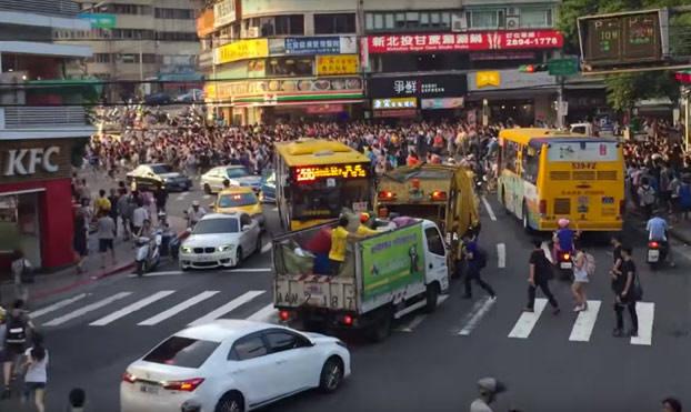 Enorme estampida humana en Taipéi por la aparición de un Pokémon raro