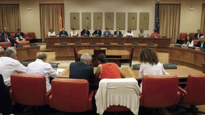 La mayoría de los diputados del PSOE optan por la abstención en la investidura