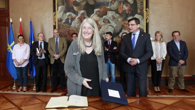 Mary Beard, en la Junta General del Principado. /