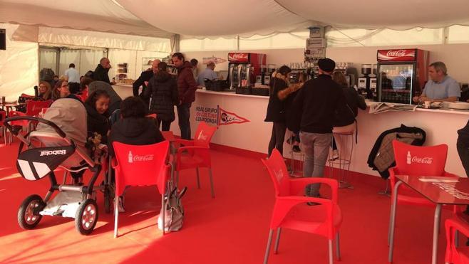 El Grupo Covadonga abre en una carpa su servicio provisional de cafetería