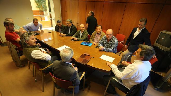 Tráfico habilitará veinte plazas más de taxis en Fomento los fines de semana