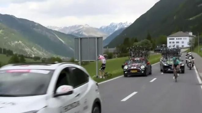 Tom Dumoulin sufre un inoportuno apretón en el Giro