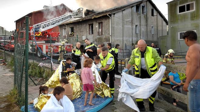 Un pavoroso incendio en una vivienda en ruinas de Bilbao destroza a una familia avilesina